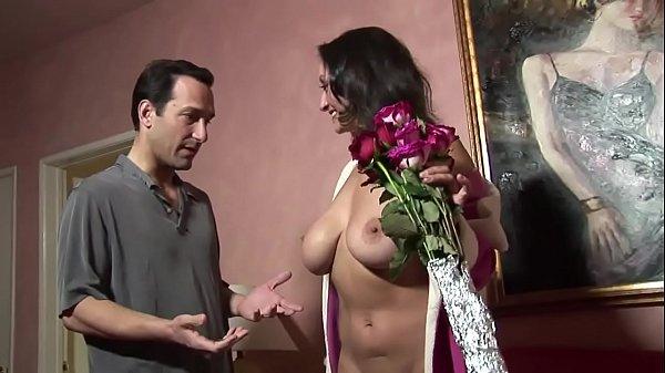 Coroa da buceta peluda fazendo sexo com seu vizinho