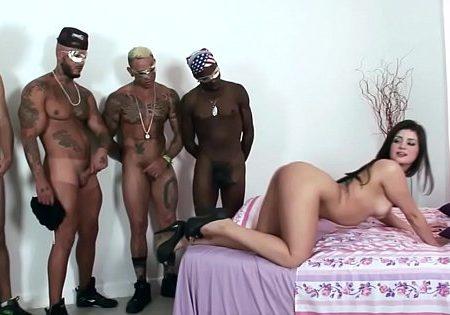 Porno gang bang nacional com gostosa na putaria com cinco homens