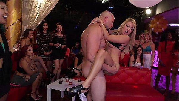 Putaria e muito sexo na despedida de solteira