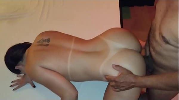 Porno com Mônica Lima transando com o tiozão da padaria