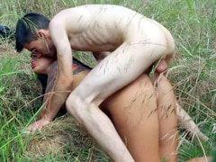 Pono doido com Jordi fodendo uma ninfa no meio do mato