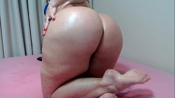 Porno xxnx com gostosa de calcinha fio dental exibindo-se toda sexy