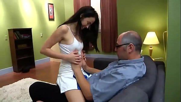 Video de sexo com a enteada e o padrasto fodendo