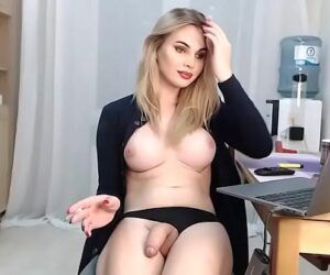 Transex loira muito linda se masturbando no chaturbate