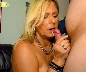 Video de mulher dando a buceta pro maridão careca