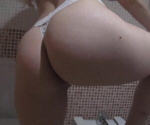 Video de sexo no banheiro entre enteada e o padrasto