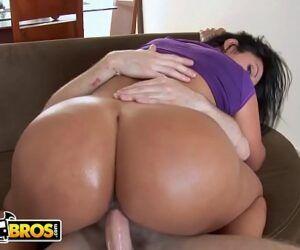 Video porno com mulher da bunda grande dando a buceta