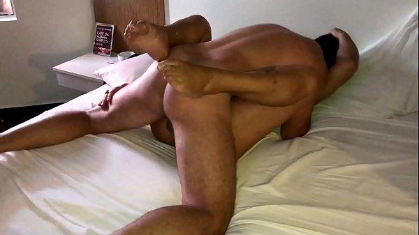 Esposa do corno dando pra outro macho no motel