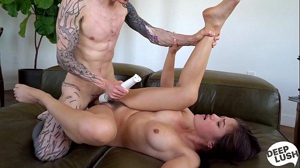 Fazendo novinha gozar durante sexo apaixonado