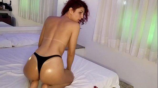 Gostosa dando cuzinho ao vivo na webcam
