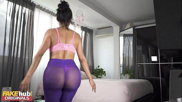 Gostosa fitness se masturbando depois dos exercícios
