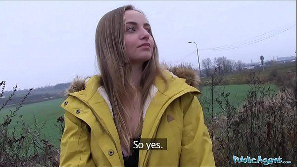 Loira novinha transando no carro com desconhecido por dinheiro