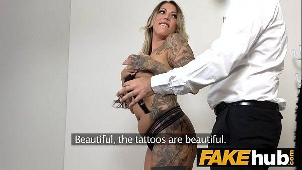 Loira tatuada prostituta fazendo sexo com homem rico