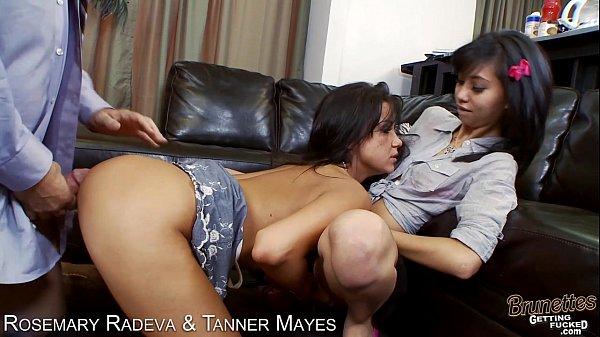 Novinhas em video de sexo transando com um safado