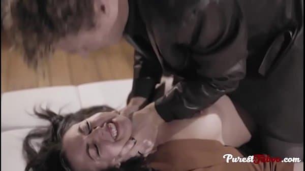 Sexo com raiva novinha sofrendo na piroca