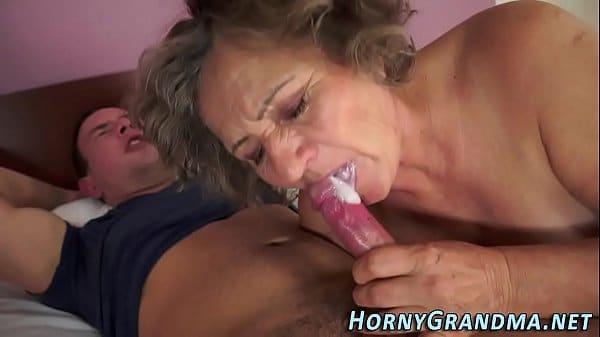 Avó fazendo sexo com neto safado sem camisinha