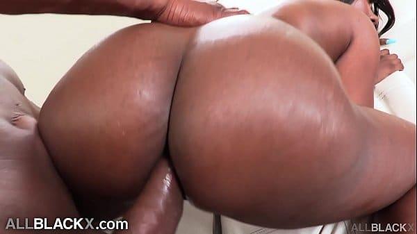Negra rabuda no sexo anal gostoso pra caralho