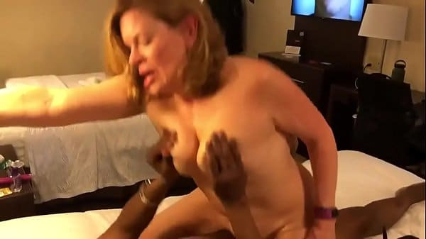Negro fodendo velha no motel