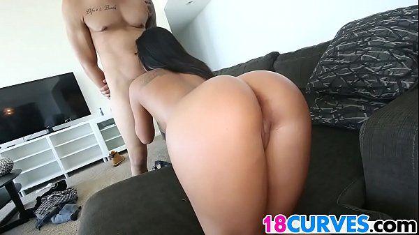 Novinha morena bronzeada em vídeo de sexo gostoso