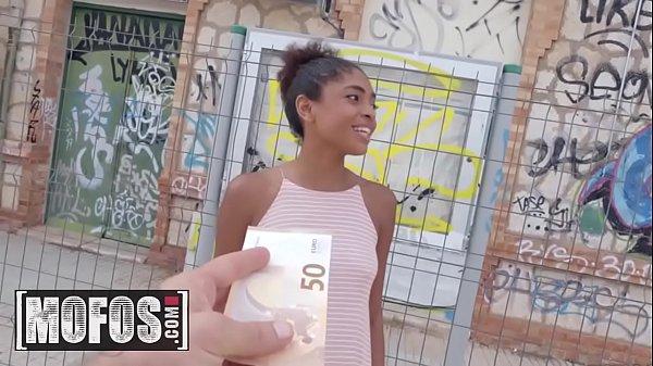 Novinha transando por dinheiro com um desconhecido