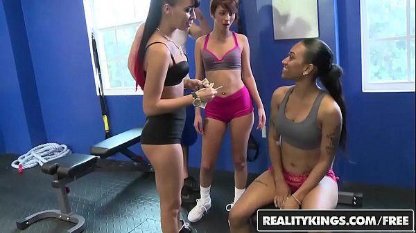 Novinhas gostosas da academia fazendo sexo por dinheiro