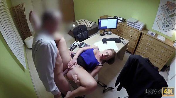 Quero assistir filme pornô do chefe comendo a estagiária tesuda em cima de sua mesa