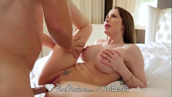 Video x de uma coroa ruiva dos peitos grandes que é muito gata tomando picada quando fica toda arreganhada
