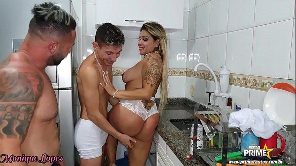 Xvideos novinhas brasileiras comendo a mulher do meu amigo no dia que ele me convidou para um churrasco