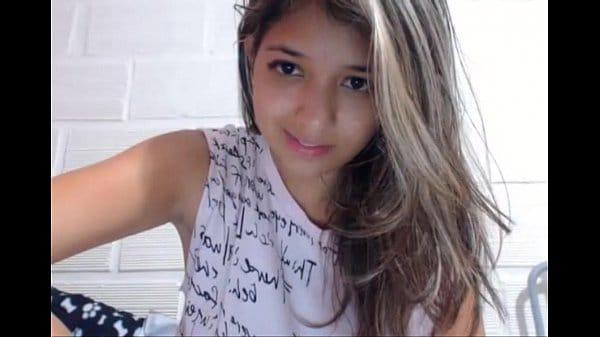 Cam 4 Brasil novinha maravilhosa pagando peitinho na webcam