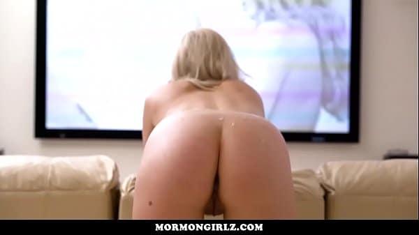 Vídeo mulher pelada rebolando o bumbum na frente de seu macho