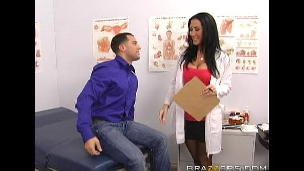 Videos pormo metendo o ferro na médica vagabunda que é um tesão de mulher
